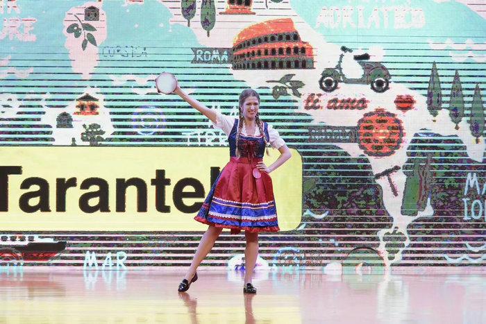 安娜表演意大利舞.jpg