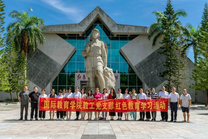 我院教工党员和工会会员赴红色娘子军纪念园开展红色教育活动.jpg