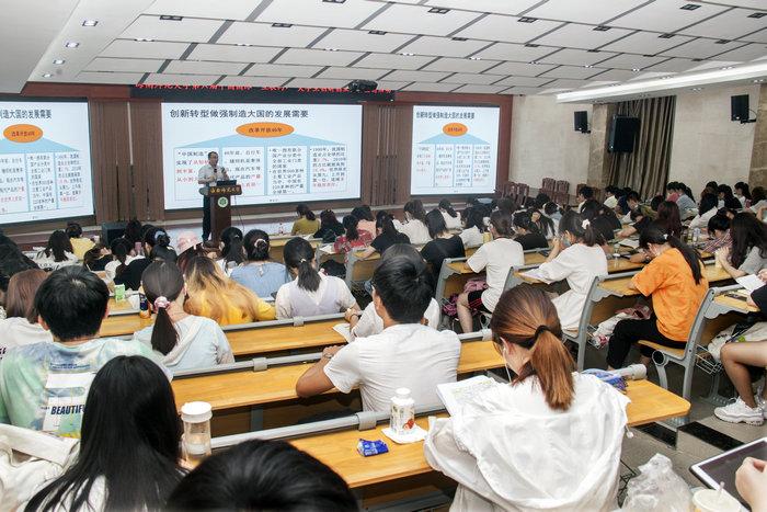 """我院举行第六届中国国际""""互联网+""""大学生创新创业大赛宣讲活动.jpg"""
