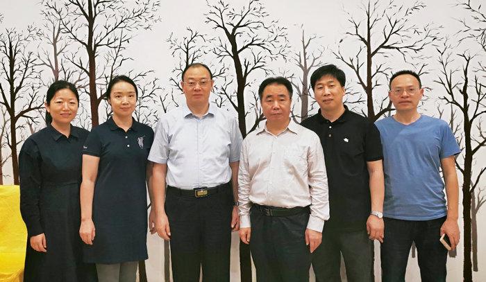 副校长李森、党委委员高文财会见李泉教授.jpg