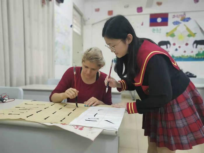 兴趣课堂老师杜依为杜拉教授软笔书法.jpg